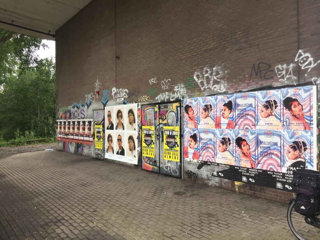Wildplak posters verwijderen