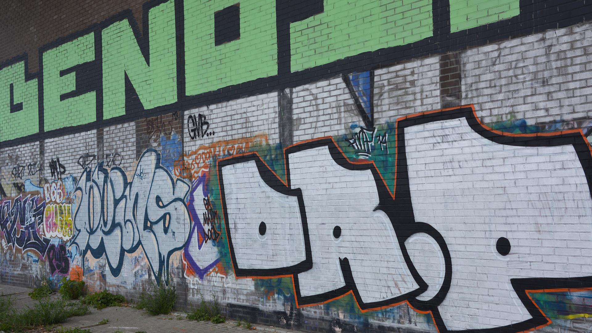 bakstenen muur graffiti verwijderen